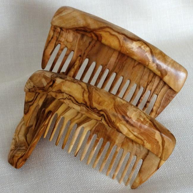 Wooden combs, hair clips and cutlery